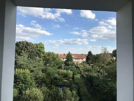 Geschmackvolle Wohnung mit zwei Zimmern sowie Balkon und EBK in Hennigsdorf