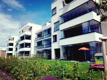 Riedberg, Erstbezug: exklusive 2-Zimmer-Wohnung mit Einbauküche und voll verglasten Balkon
