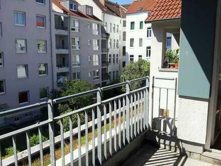 Top 3,5 Zimmerwohnung mit Balkon in Hannover - City !