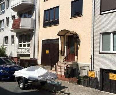 Eine etwas andere Wohnung im Flüsseviertel - Renoviert mit Gartenanteil