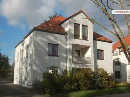 IMMOBERLIN: Familienfreundliche Wohnung mit Loggia in naturverbundener Lage