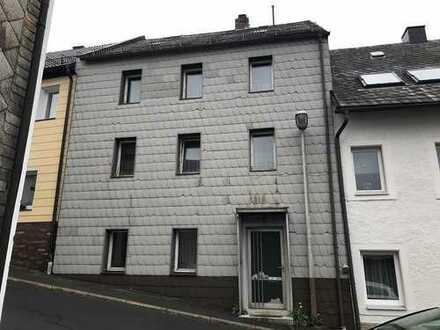*Provisionsfrei* Reihenmittelhaus in Bischofsgrün in der Zwangsversteigerung zu erwerben