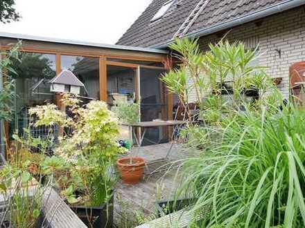 Nähe Tornesch - großz. Erdgeschoss-Whg. mit überd. Terrasse und Garten