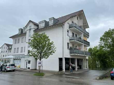 Vollständig renovierte 2-Zimmer-Dachgeschosswohnung mit Balkon und EBK in Riederich