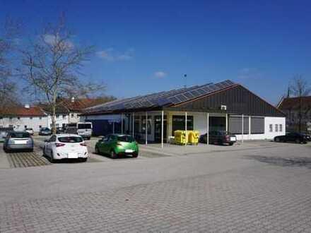 Große, moderne Verkaufsflächen im Gewerbegebiet