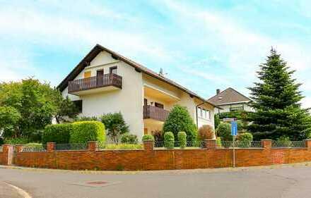 Freistehendes Dreifamilienhaus, 2 x 4 Zimmer, 1 x 2 Zimmer in 1a-Lage - in Oberrodenbach bei Hanau