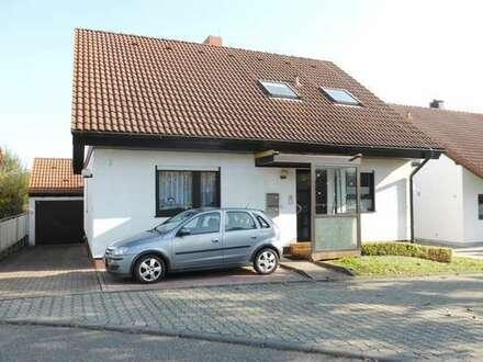 Freistehendes 1-2 Familienhaus in schöner Wohnlage mit großer Terrasse, Garten und Garage