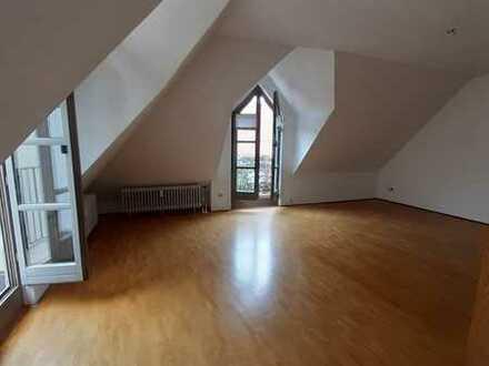 Gepflegte Maisonette-Wohnung mit zwei Zimmern und EBK in Ingolstadt
