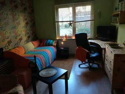 Mitbewohnerin für schönes Zimmer in Falkensee. Bad und Küchennutzung. Ein Garten und eine Waschküche