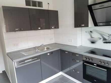 Modernisierte 2-Zimmer-Wohnung mit Balkon und EBK in Riehl, Köln
