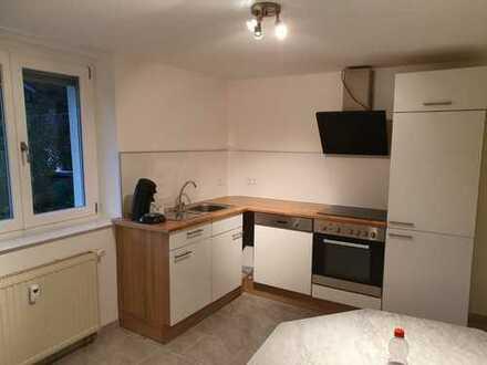 Neu renoviert ! 2 Zimmerwohnung m. Garage und Garten !!!
