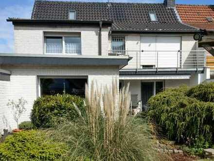Schönes Haus mit neun Zimmern in Duisburg, Overbruch