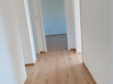 Erstbezug nach Sanierung: 3-Zimmer-Wohnung in Köfering
