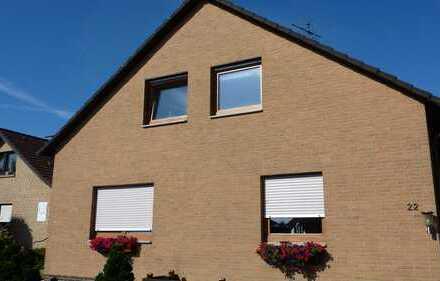 Helle Modernisierte 3-Zimmer-DG-Wohnung mit Balkon und EBK in Bielefeld