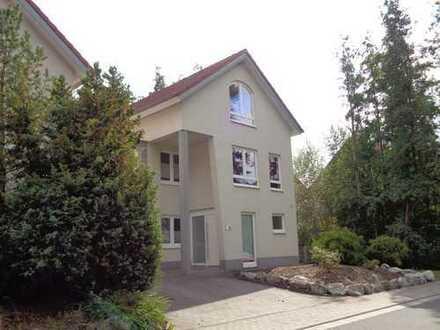 STYLISH HOUSE WITH DOUBLE GARAGE AND ROOF PATIO! Modernes EFH mit Doppelgarage und Dachterrasse!