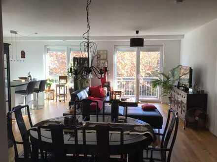 Hochmoderne, neuwertige, 3. Zi.-ETW mit KFW Standard, Garten, Garage und Balkon