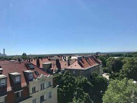 Über den Dächern von München - traumhaft 3 Zi.-Wohnung mit umlaufender Terrasse in ruhiger Lage