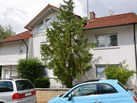 *HTR immobilien GmbH* Moderne 2-Zi.-DG-Whg., nur 4 WE, Pool im Garten
