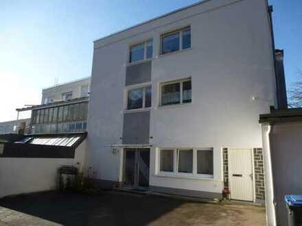 Sanierte 3,5-Zimmer-Erdgeschosswohnung mit EBK in Sindelfingen, Eichholz