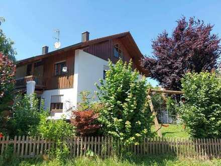 Gepflegte Doppelhaushälfte mit fünf Zimmern und EBK in Rotthalmünster