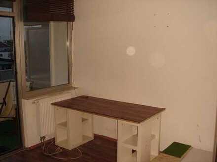 Sanierte 1-Zimmer-Wohnung mit Balkon und EBK in Hattersheim am Main