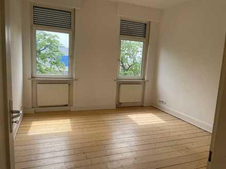 Neckarblick! Komplett sanierte 4 ZKB mit original Dielenböden und Wohnküche in stilvollem Altbau!