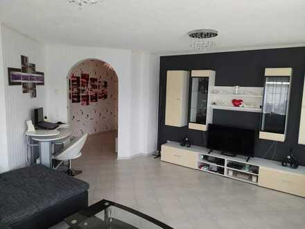 2 Zi. Wohnung 77 m² Einbauküche, Fußbodenheiz. PKW Stellpl. Terrasse Badmöbel NEU + Gartenhaus NEU