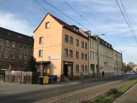 Vermietetes Mehrfamilienhaus (234 m²) und Platz für Neubau (400 m²) mit positivem Bauvorbescheid