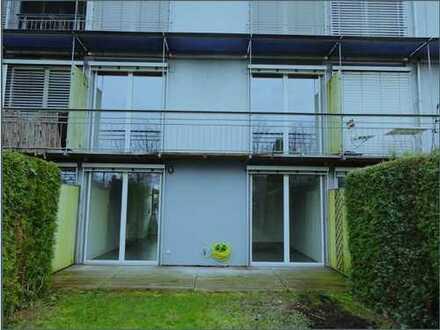 Ruhige 3 Zimmer Wohnung, Ingolstadt Nordwest, eigener Eingang, Garten, Carport u. Fahradgarage.