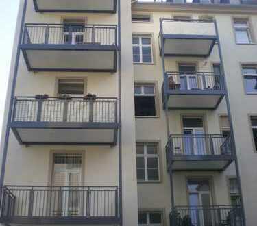 3. Zi.Altbauwhg.,renoviert mit Vollwärmeschutz, Balkon, Tgl. Wannenbad, Dielenboden u. moderner EBK!
