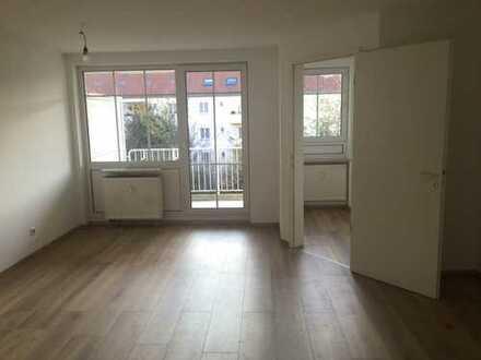 Helle Wohnung mit großem Balkon, Wanne, Tiefgarage und Aufzug in ruhiger Lage in Lindenau; FREI!!