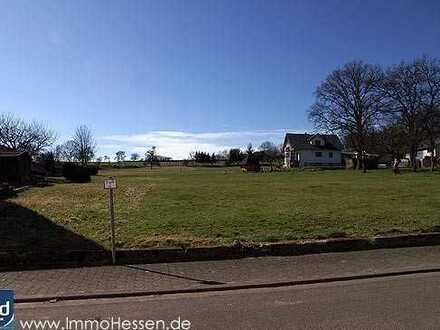 www.ImmoHessen.de... Ab sofort, über 1.700 m² Baugrundstück am Feldrand.