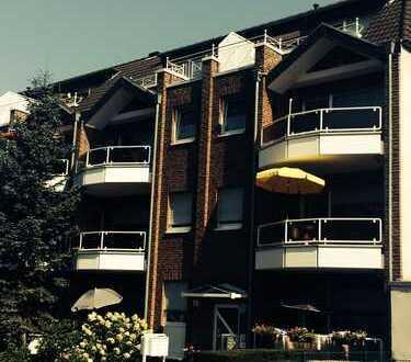 Renovierte 2-Zimmer-Dachgeschosswohnung mit Balkon und Garage