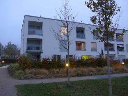 Direkt am Park: Helle 2-Zi-Erdgeschosswohnung mit Loggia und Blick ins Grüne direkt am Riemer Park