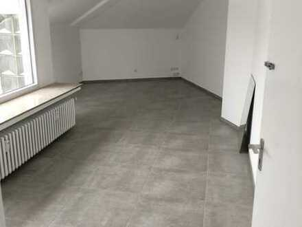 Erstbezug nach Sanierung mit Einbauküche und Balkon: ansprechende 1-Zimmer-Wohnung in Gelsenkirchen