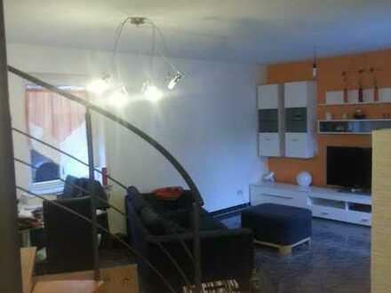 Gepflegte Maisonette-Wohnung mit zwei Zimmern sowie Balkon und Einbauküche in Bretten