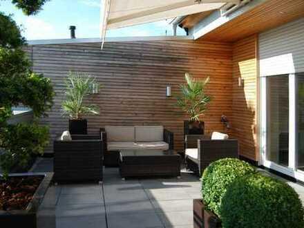 Traumhaft möblierte Penthousemaisonettewohnung mit großer Dachterrasse, Sauna und vielen Extras !!!