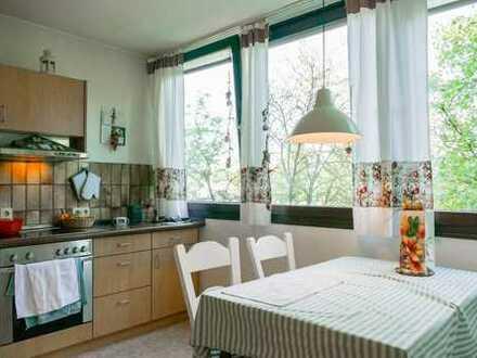Helle 2,5-Zimmer-Wohnung mit Balkon und Aufzug