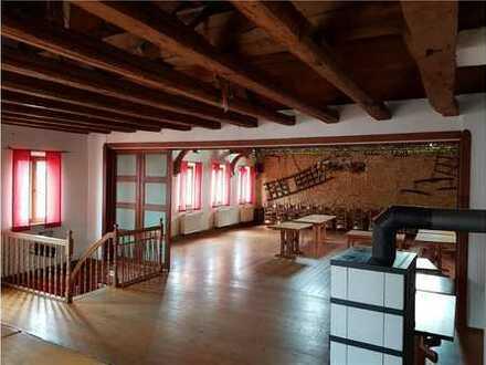 RE/MAX - Gasthaus mit Tanzsaal, Biergarten und ausgebauter Scheune + separate Eigentumswohnung!