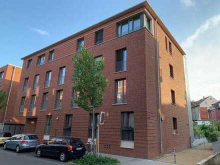 1A Lage Braunschweig: helle, neuwertige 4-Zimmer-Wohnung mit Balkon und Einbauküche in Braunschweig