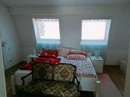 Helle gepflegte 2,5-Zimmer-Maisonette-Wohnung mit Wohnküche und Tiefenbodenfenster in F-Praunheim