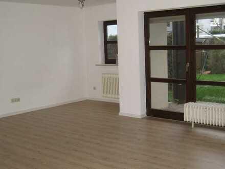 große 1-Zi.- Wohnung mit 2 Stellplätzen in Pforzheim, Südweststadt