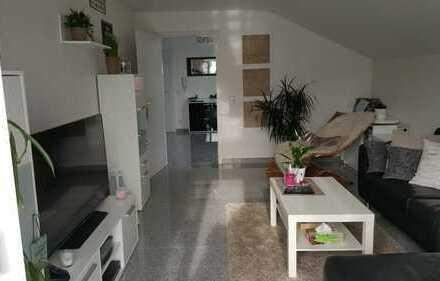 Helle, gehobene 3-Zimmer-DG-Wohnung mit Süd-Balkon