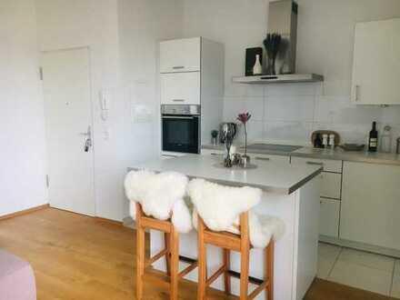MA-Lindenhof: Möblierte 2-Zimmer-DG-Wohnung mit Balkon und Einbauküche