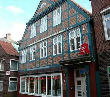 Außergewöhnliches, historisch wertvolles Wohn- und Geschäftshaus im Zentrum von Wilster
