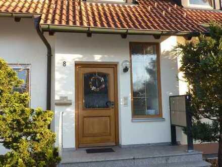 Modernisierte DG-Wohnung mit Studio und vier Zimmern sowie Balkon u.Gartennutzung in Memmingerberg