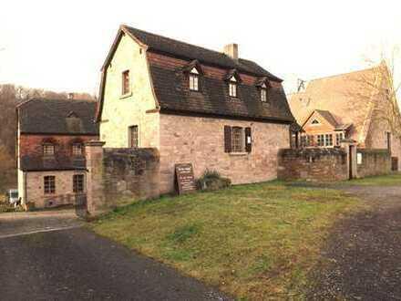 Kleines Haus freistehend Historisches Gebäude Baubiologischer Ausbau