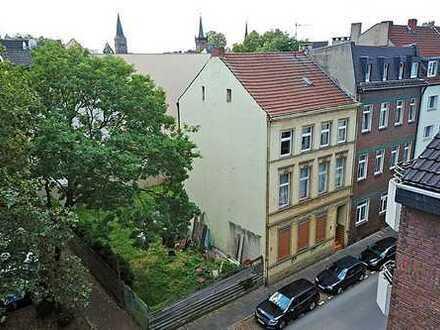AUKTION: Mehrfamilienhaus mit Baugrundstück