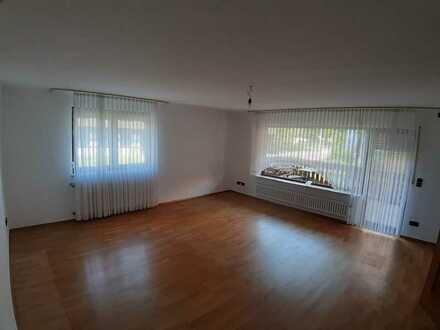 Rustikale 2,5-Zimmer-Wohnung mit Balkon und Terrasse sowie Einbauküche in Rhm. Schwarzach