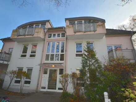 Großzügig geschnittene 2 Zimmerwohnung in moderner Stadtvilla mit eigener Terrasse+hübschem Gemei
